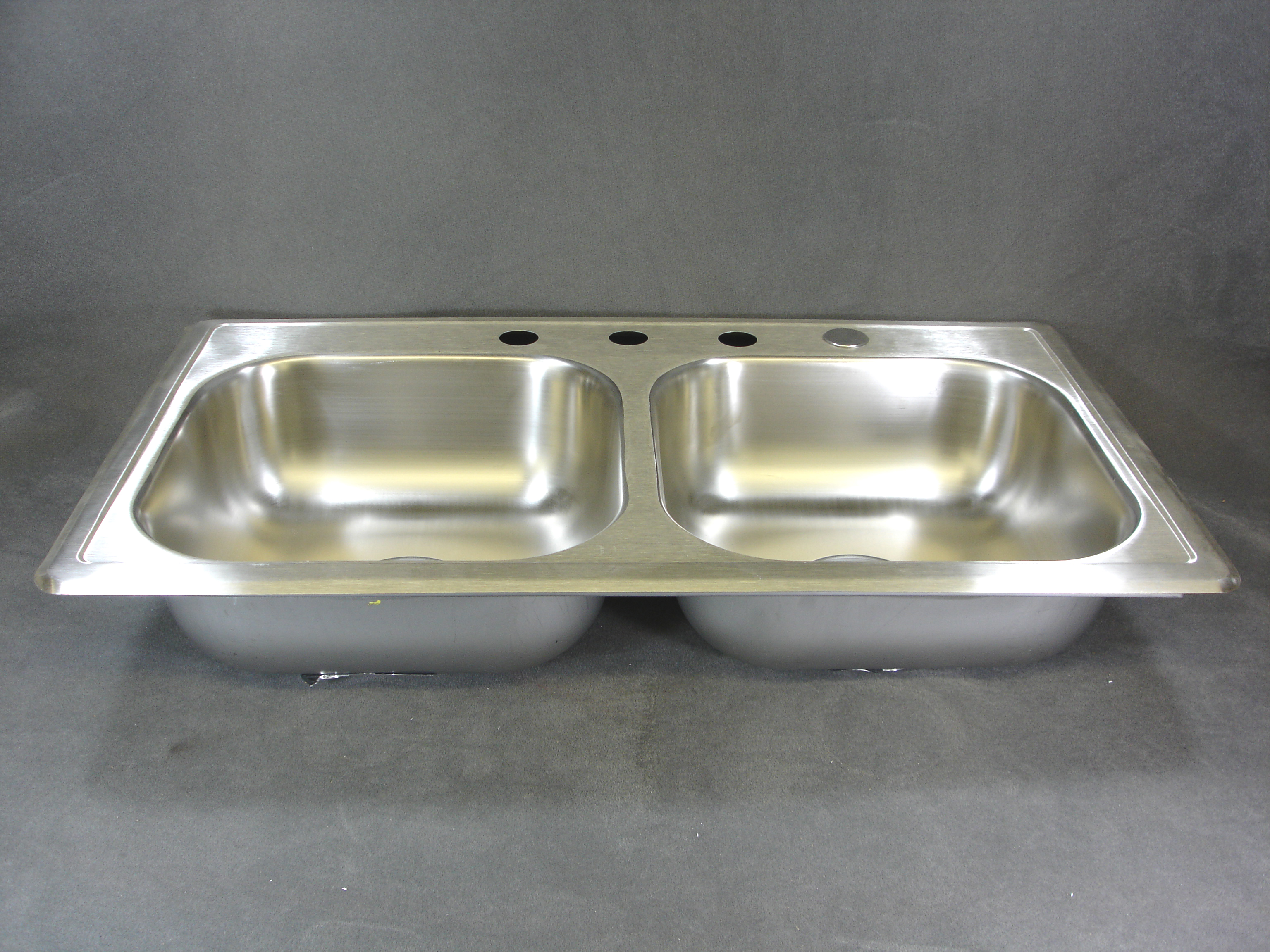 Stainless Steel Sink Suppliers : 33 X 19 STAINLESS STEEL SINK - Royal Durham Supply